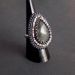 Ezüst labradorite - gyöngy hímzett gyűrű, Ékszer, Gyöngyös gyűrű, Gyűrű, Ékszerkészítés, Gyöngyfűzés, gyöngyhímzés, Meska