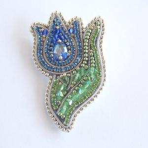 Kék  tulipán -gyöngy hímzett bross-kitűző, Ékszer, Kitűző és Bross, Kitűző, Ékszerkészítés, Gyöngyfűzés, gyöngyhímzés, Meska