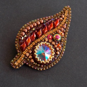 Őszi falevél  -gyöngy hímzett bross-kitűző, Ékszer, Kitűző és Bross, Kitűző, Ékszerkészítés, Gyöngyfűzés, gyöngyhímzés, Meska