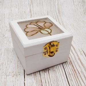 Mini vintage ajándék  gyűrűtartó doboz Szegfű, Gyűrűtartó & Gyűrűpárna, Kiegészítők, Esküvő, Üvegművészet, Szekfű mintával készítettem ezt a kis díszdobozt. Egyedi kézműves termék, amely tökéletes ajándék sz..., Meska