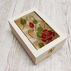 Vintage  ajándékdoboz Red  Rose mintával, Ékszer, Ékszertartó, Ékszerdoboz, Üvegművészet, Rózsa mintával készítettem ezt a közepes méretű díszdobozt. Egyedi kézműves termék, amely tökéletes ..., Meska