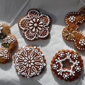 Karácsonyi mézeskalácsok, Kulinária (Ízporta), Otthon & lakás, Dekoráció, Ünnepi dekoráció, Karácsonyi, adventi apróságok, Mézeskalácssütés, A képen látható mézeskalácsok tökéletes ünnepi kiegészítői lehetnek egy-egy karácsonyi ajándéknak, d..., Meska