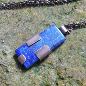 Lápisz lazuli rózsás medál+ajándék, Medálos nyaklánc, Nyaklánc, Ékszer, Ékszerkészítés, Fémmegmunkálás, Rózsát fűrészeltem, majd megmunkáltam és egy lápisz lazulira helyeztem. A kész medál akasztóval 4 cm..., Meska