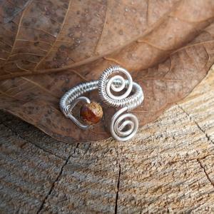 Ezüstözött gyűrű képjápissal, Fonódó gyűrű, Gyűrű, Ékszer, Ékszerkészítés, Fémmegmunkálás, Ezüstözött rézdrótból készítettem ezt a gyűrűt, állítható. Jelenleg 19 mm ujjra ajánlom, de lehet 1-..., Meska