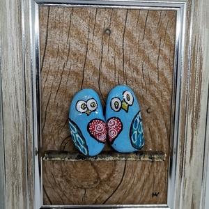 Kavics kép (szerelmes madarak) , Otthon & Lakás, Dekoráció, Kép & Falikép, Mindenmás, Decoupage, transzfer és szalvétatechnika, Egyedi kézzel készült kavics kép. A kép kerete fa, a madarak akril festékkel festett kavics, melyek ..., Meska