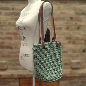 Horgolt női válltáska olivazöld színben bőr vállpánttal - MIDI - táska & tok - kézitáska & válltáska - válltáska - Meska.hu