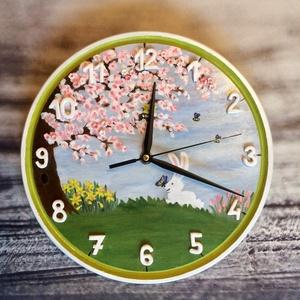 Kézzel festett nyuszis, tavaszi hangulatú falióra, Húsvéti díszek, Ünnepi dekoráció, Dekoráció, Otthon & lakás, Lakberendezés, Gyerek & játék, Gyerekszoba, Festészet, Festett tárgyak, Kézzel, 16 mm-es fa alapra festett falióra, tavaszi mintával, 3D elemekkel! \nA számok és néhány virá..., Meska
