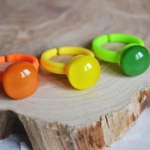 Citrus üveg gyerek gyűrű szett, Ékszer, Gyűrű, Táska, Divat & Szépség, Gyerek & játék, Ékszerkészítés, Üvegművészet, 3 db vidám gyerek gyűrű alkotja a csomagot: citromsárga, narancssárga és borsózöld színekben.\n\nAz üv..., Meska