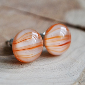 Narancs üveggolyó bedugós üveg fülbevaló, Ékszer, Fülbevaló, Táska, Divat & Szépség, Ékszerkészítés, Üvegművészet, Halvány narancssárga, csíkozott üvegdarabokból áll a fülbevaló, melyeket aprólékos munkával illeszte..., Meska
