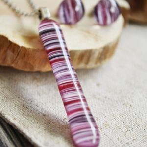 Berry nyaklánc és fülbevaló - üvegékszer szett, Ékszer, Ékszerszett, Ékszerkészítés, Üvegművészet, Lila-pink csíkos üvegdarabokból készült a szett, mely nyakláncból és stiftes fülbevalóból áll. \n\nA m..., Meska