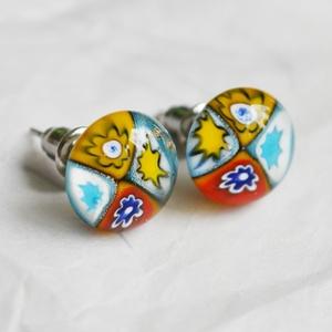 Millefiori üveg fülbevaló, Ékszer, Pötty fülbevaló, Fülbevaló, Különböző mintájú millefiori üvegdarabkákból, fusing technikával készült stiftes fülbevaló.  Az üveg..., Meska