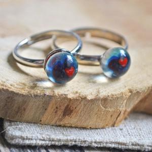 Szivecskés anya-lánya üveg gyűrű, Ékszer, Gyűrű, Ékszerkészítés, Üvegművészet, Millefiori üvegből készült anya-lánya gyűrű páros.\n\nAz üvegek mérete: 5-7 mm.\nA gyerekgyűrű átmérője..., Meska