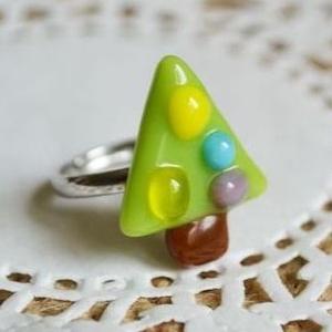 Karácsonyfa üveg gyűrű kislányoknak, Ékszer, Gyűrű, Figurális gyűrű, Üvegből készült, karácsonyfa formájú gyűrű, melyet ezúttal gyerekeknek készítettem. Kemencében olvas..., Meska