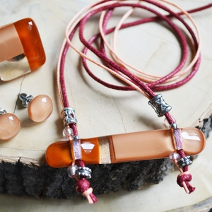 Karamell-dióbarna-pezsgő azték nyaklánc, gyűrű és fülbevaló üvegékszer szett, Ékszer, Ékszerszett, Ékszerkészítés, Üvegművészet, Telt karamell, dióbarna, valamint áttetsző pezsgő üvegdarabkákból áll a szett melyet kemencében, fu..., Meska