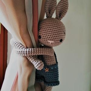 Fiúnyuszis függönyelkötő - horgolt nyuszi figura - babaváró / babalátogató ajándék (AC01), Függöny, Lakástextil, Otthon & Lakás, Horgolás, Szeretnél valami egyedit, menőt, fiúsat a gyerekszobába? Ezzel a bájos fiúnyuszis függönyelkötővel i..., Meska