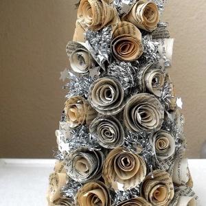 Ezüst karácsonyfa könyvlapokból - rendelésre - karácsony, ajándék, könyv, fenyő, Otthon & lakás, Dekoráció, Ünnepi dekoráció, Karácsony, Karácsonyi dekoráció, Papírművészet, Újrahasznosított alapanyagból készült termékek, Vintage stílusú karácsonyfa, amely egyenként megformázott papírrózsákból készült. A virágok között e..., Meska