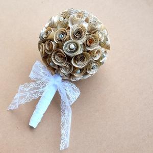 Regényes vintage virágcsokor könyvlapokból - ballagás, névnap, születésnap, esküvő, Menyasszonyi- és dobócsokor, Esküvő, Papírművészet, Újrahasznosított alapanyagból készült termékek, Könyvlapokból készült vintage hangulatú virágcsokor. A rózsákat egyenként formáltam meg, majd gömb a..., Meska