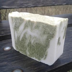 CSALÁNOS MENTÁS BIOKÓKUSZTEJES SZAPPAN 150 gr, Táska, Divat & Szépség, Szépség(ápolás), Krém, szappan, dezodor, Növényi alapanyagú szappan, Szappankészítés, A tavaszra várakozás ihlette ezt a gyönyörű, friss szappant.\nZöld és fehér agyaggal, kevés algával é..., Meska