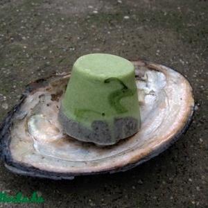 Chlorellás-holt tengeri iszapos kókusztejszappan sheavajjal, Táska, Divat & Szépség, Szépség(ápolás), Krém, szappan, dezodor, Növényi alapanyagú szappan, Szappankészítés, Ezt a szappant kifejezetten saját használatra készítettem, a kedvenc alapanyagaimat tartalmazza:)\nA ..., Meska