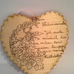 Szerelmes faszív kedvesemnek, Felirat, Dekoráció, Otthon & Lakás, Famegmunkálás, Gravírozás, pirográfia, Szerelmes faszív kedvesemnek egy romantikus vallomás ahol a virág motívum és a szerelmes idézet harm..., Meska