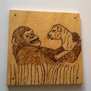 Állati barátság gorilla és tigris kép, Kép & Falikép, Dekoráció, Otthon & Lakás, Famegmunkálás, Fotó, grafika, rajz, illusztráció, Állati barátság gorilla és tigris kép egy különleges barátság kezdete, pirográf technikával dekorált..., Meska