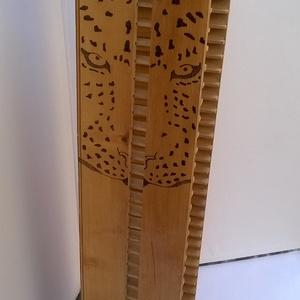 Gepárdos fa CD tartó, Férfiaknak, Lakberendezés, Otthon & lakás, Tárolóeszköz, Doboz, Famegmunkálás, Gravírozás, pirográfia, Gepárdos fa CD tartó egy igazán férfias darab, amely remek ajándék férfi ismerősünknek.Pirográf tech..., Meska