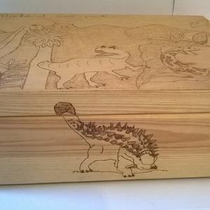 Dinó park, Játék, Gyerek & játék, Fajáték, Famegmunkálás, Gravírozás, pirográfia, Dinó park egy korábbi munkám, de örömmel elkészítem újra.Pirográf technikával dekorált a fa doboz te..., Meska