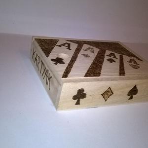 Kártyatartó doboz, Férfiaknak, Hagyományőrző ajándékok, Famegmunkálás, Gravírozás, pirográfia, Kártyatartó doboz egy mutatós és praktikus fa doboz a kártyázás kedvelőinek.Pirográf technikával dek..., Meska