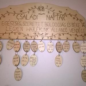 Motívumos családi naptár, Falinaptár & Öröknaptár, Dekoráció, Otthon & Lakás, Famegmunkálás, Gravírozás, pirográfia, Motívumos családi naptár egy dekoratív személyre szabott fa naptár bilétákkal.Pirográf technikával d..., Meska