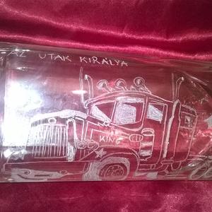 Kamionos üveg, Díszüveg, Dekoráció, Otthon & Lakás, Üvegművészet, Gravírozás, pirográfia, Kamionos üveg egy dekoratív italos üveg amely ajándéknak készült rendelés alapján. Kamion ábrával gr..., Meska