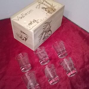 Vadas pálinkás szett dobozzal, Férfiaknak, Horgászat, vadászat, Sör, bor, pálinka, Famegmunkálás, Gravírozás, pirográfia, Vadas pálinkás szett dobozzal egy dekoratív italos készlet amely remek ajándék vadász, természetjáró..., Meska