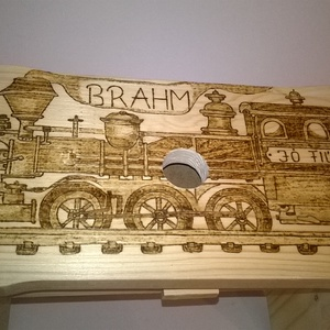 Vonatos sámli Brahmnak, Gyerek & játék, Gyerekszoba, Gyerekbútor, Famegmunkálás, Gravírozás, pirográfia, Egyedi rendelésre készült egy kedves kisfiúnak a vonatos sámli.Pirográf technikával dekorált, lakkal..., Meska