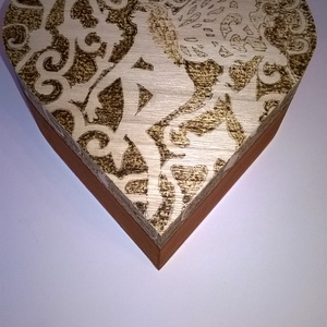 Angyalos szívdoboz, Dekoráció, Otthon & lakás, Lakberendezés, Tárolóeszköz, Doboz, Gravírozás, pirográfia, Famegmunkálás, Angyalos szívdoboz egy egyedi dekoratív fa doboz, amely remek ajándék ötlet üresen vagy megtöltve eg..., Meska