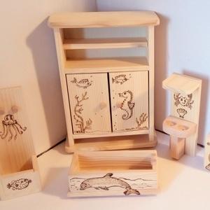 Delfines játék fürdő berendezés, Játék & Gyerek, Baba & babaház, Delfines játék fürdő berendezés egy egyedi dekoratív fa játék, amely játékos formában közelebb hozza..., Meska