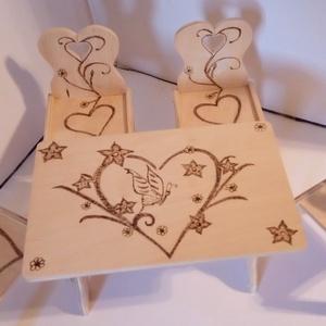 Szívecskés Barbies asztal szett, Játék & Gyerek, Baba & babaház, Szívecskés Barbies asztal szett egy egyedi dekoratív  fa játék, amely pirográf technikával dekorált...., Meska