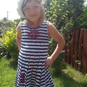 Matróz ruhás kicsi lány - Meska.hu
