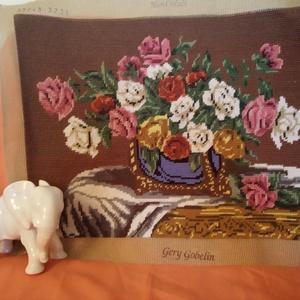 Gyönyörű gobelin párna, Otthon & lakás, Dekoráció, Gobelin, Hímzés, Kézzel festett alapra 100% gyapjú szállal hímezte ezt a nagyon szép 30X 40-es párnát  barátnőm nagyo..., Meska