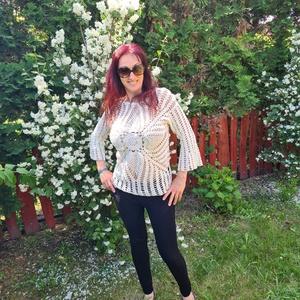 Érdekes horgolt pulóver, Ruha & Divat, Női ruha, Pulóver & Kardigán, Horgolás, 100% extra finom pamut fonalból készült ez a különleges pulóver.Tölcsér ujja, és közepén érdekes min..., Meska