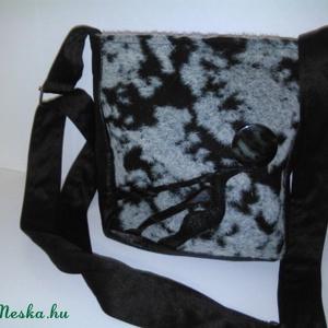 Design válltáska  bőrrel díszített,és kombinált különleges anyagból., Táska, Válltáska, oldaltáska, Varrás, .Ez a táska finom kidolgozású,igényes egyedi. A táska oldala,és eleje bőrrel díszített. Vállpántja ..., Meska