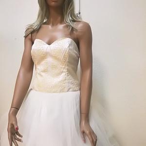 Menyasszonyi ruha, Táska, Divat & Szépség, Esküvői ruha, Ruha, divat, Varrás, Kristály csipke mellrész.\nSzoknya alsó rétege szatén, felső réteg tüll.\nA szoknya alja vékony fekete..., Meska