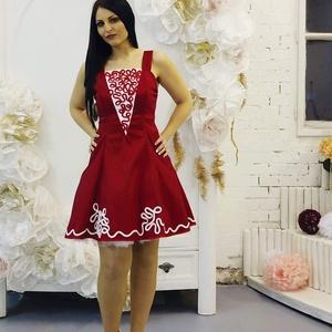 Menyecske ruha,Estélyi ruha,Koktél ruha, Táska, Divat & Szépség, Esküvői ruha, Ruha, divat, Női ruha, Estélyi ruha, Varrás, Hímzés, Gyönyörű piros zsinóros menyecske ruha.\nAlapanyag rugalmas taft \nAlja tűllel díszítve., Meska