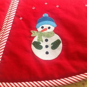 """Fenyőszoknya- fenyőtalptakaró , Otthon & Lakás, Karácsony & Mikulás, Karácsonyi dekoráció, Patchwork, foltvarrás, foltvarrással készült \""""karácsonyfa szoknya\"""", applikált mintákkal.\nElőlapja színeivel, mintájával jól..., Meska"""