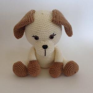 Kölyök kutyus - amigurumi, Gyerek & játék, Játék, Báb, Játékfigura, Horgolás, A kutyus méretei: ülve 18 cm, állva 23 cm.     A felhasznált fonál összetétele 90 % akril 10% gyapjú..., Meska