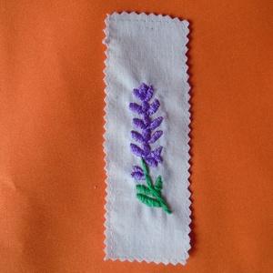 Levendula virágos könyvjelző, Egyéb, Furcsaságok, Hímzés, Varrás, Kézzel himeztem, minőségi vászonra ezt a levendula mintát. Méretei: hossza:13cm, szélessége: 4cm. Kö..., Meska