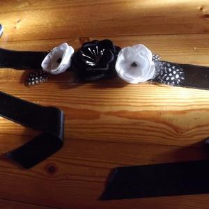 Fekete-fehér szatén öv, Táska, Divat & Szépség, Öv, Ruha, divat, Varrás, Fekete-fehér szatén öv gyöngyitollal. Hátul megkötős, így bármilyen derékméretre jó. Igény szerint k..., Meska