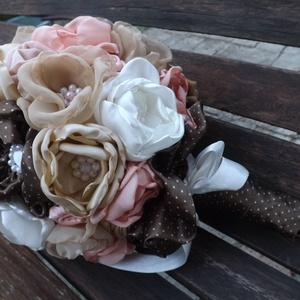 Vintage hangulatú virágcsokor, Esküvő, Menyasszonyi- és dobócsokor, Varrás, Gondos,hosszantartó munkával készítettem ezt a vintage hangulatú virágcsokrot.Csipke,szatén,voile,se..., Meska