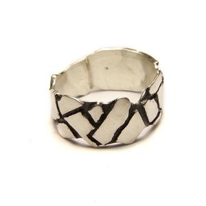 Töredék gyűrű, Ékszer, Gyűrű, Kerek gyűrű, Ékszerkészítés, Ötvös, Rendelésre készülő sterling ezüst gyűrű.\nFelülete kívánság szerint lehet patinázott, szálcsiszolt, p..., Meska