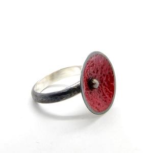 Pipacs gyűrű, Ékszer, Gyűrű, Statement gyűrű, Ötvös, Ékszerkészítés, Ezüst és tűzzománc gyűrű. Rendelésre készítem, mérete és akár színe is kívánság szerint...., Meska