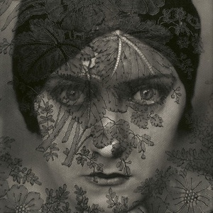 portré, Művészet, Grafika & Illusztráció, Fotó, grafika, rajz, illusztráció, Gloria Swanson némafilm színésznőről készült szén -grafit technikával \nüveglappal ellátott ,falra te..., Meska