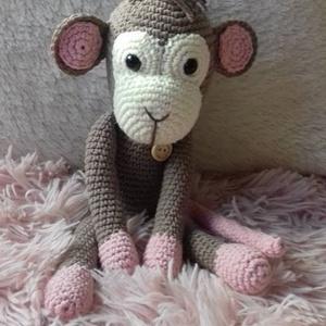 Makimajom a majomlány:-), Játék & Gyerek, Majom, Plüssállat & Játékfigura, Saját készítésű horgolt maki.  Nagyon kedves kis játszótárs lehet kisgyermekek számára. Kérés esetbe..., Meska